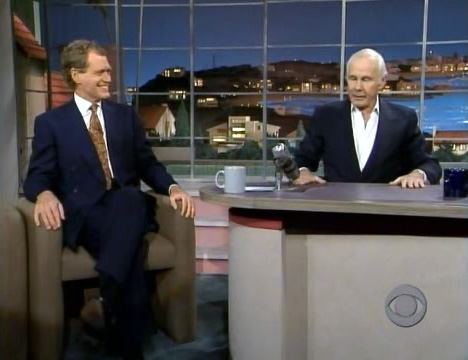 johnny-carson-at-lettermans-desk