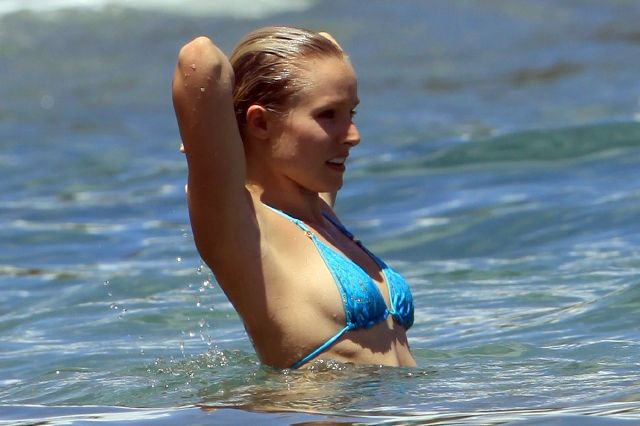kristen-bell-bikini-1-spl108012_006