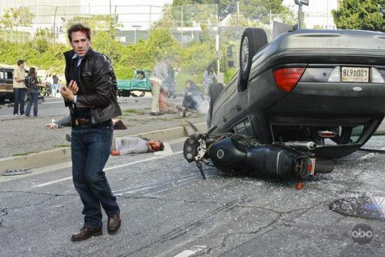 FlashForward_Joseph_Fiennes_carwreck-thumb-550x367-24128