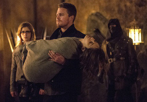"Arrow -- ""The Fallen"" -- Image AR320B_0053 -- Pictured (L-R): Emily Bett Rickards as Felicity Smoak, Stephen Amell as Oliver Queen, and Willa Holland as Thea Queen -- Photo: Cate Cameron/The CW -- © 2015 The CW Network, LLC. All Rights Reserved."