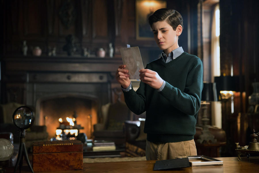 GOTHAM: Bruce (David Mazouz) looks deeper into his fatherÕs past in the ÒAll Happy Families Are AlikeÓ episode of GOTHAM airing Monday, May 4 (8:00-9:00 PM ET/PT) on FOX. ©2015 Fox Broadcasting Co. Cr: Jessica Miglio/FOX