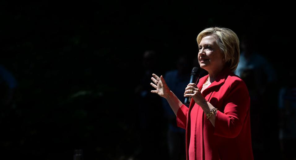 HANOVER, NH - JULY 3: Democratic Presidential candidate Hillary Clinton participates in a grassroots organizing event in College Park at Dartmouth College July 3, 2015 in Hanover, New Hampshire. Clinton is spending two days over the fourth of July in the first in the nation primary state. (Photo by Darren McCollester/Getty Images)