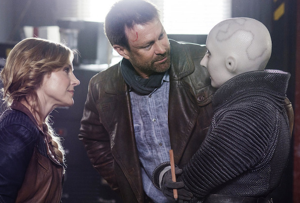 "DEFIANCE -- ""Upon the March We Fittest Die"" Episode 313 -- Pictured: (l-r) Julie Benz as Amanda Rosewater, Grant Bowler as Joshua Nolan, Trenna Keating as Doc Yewll -- (Photo by: David Lee/Syfy)"