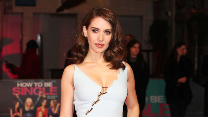 Mandatory Credit: Photo by Alex Glen/REX/Shutterstock (5585090cg) Alison Brie 'How To Be Single' film premiere, London, Britain - 09 Feb 2016 WEARING DAVID KOMA